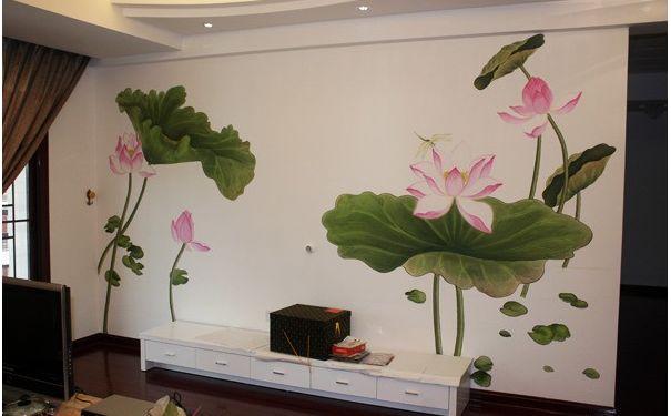 荷花图案的手绘电视背景墙,给整个空间都带来了不一样的气息.