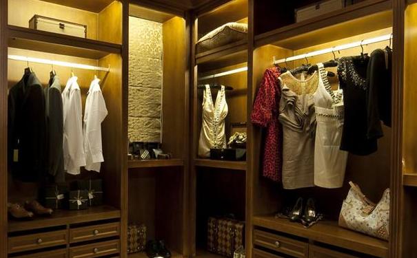 家居立柱式衣帽间如何选择装修 家居立柱式衣帽间搭配注意事项介绍