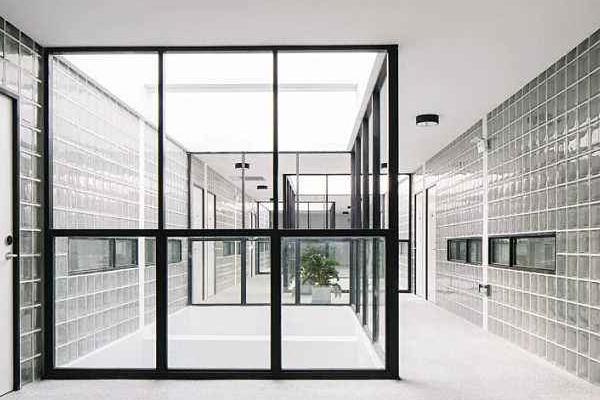 玻璃砖隔墙如何施工 玻璃砖隔墙施工注意事项有哪些