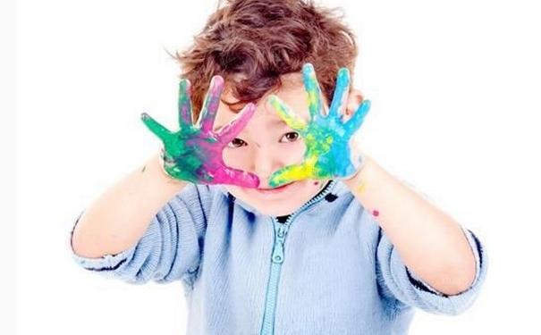 油漆弄到手上衣服上的清洁小技巧
