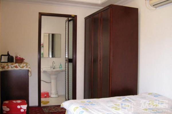 卧室内卫生间门对着床好不好 卧室卫生间门对着?#19981;?#35299;方法