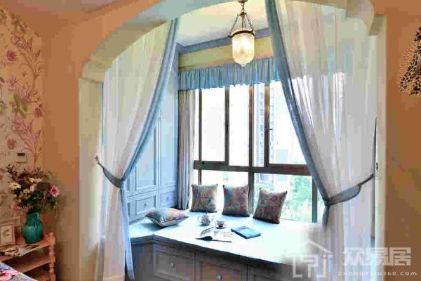 主卧飘窗设计带衣柜效果图 主卧飘窗设计带衣柜装修案例