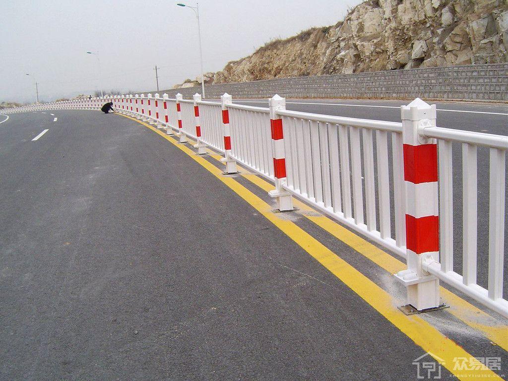 公路换护栏的费用 公路换护栏要注意什么
