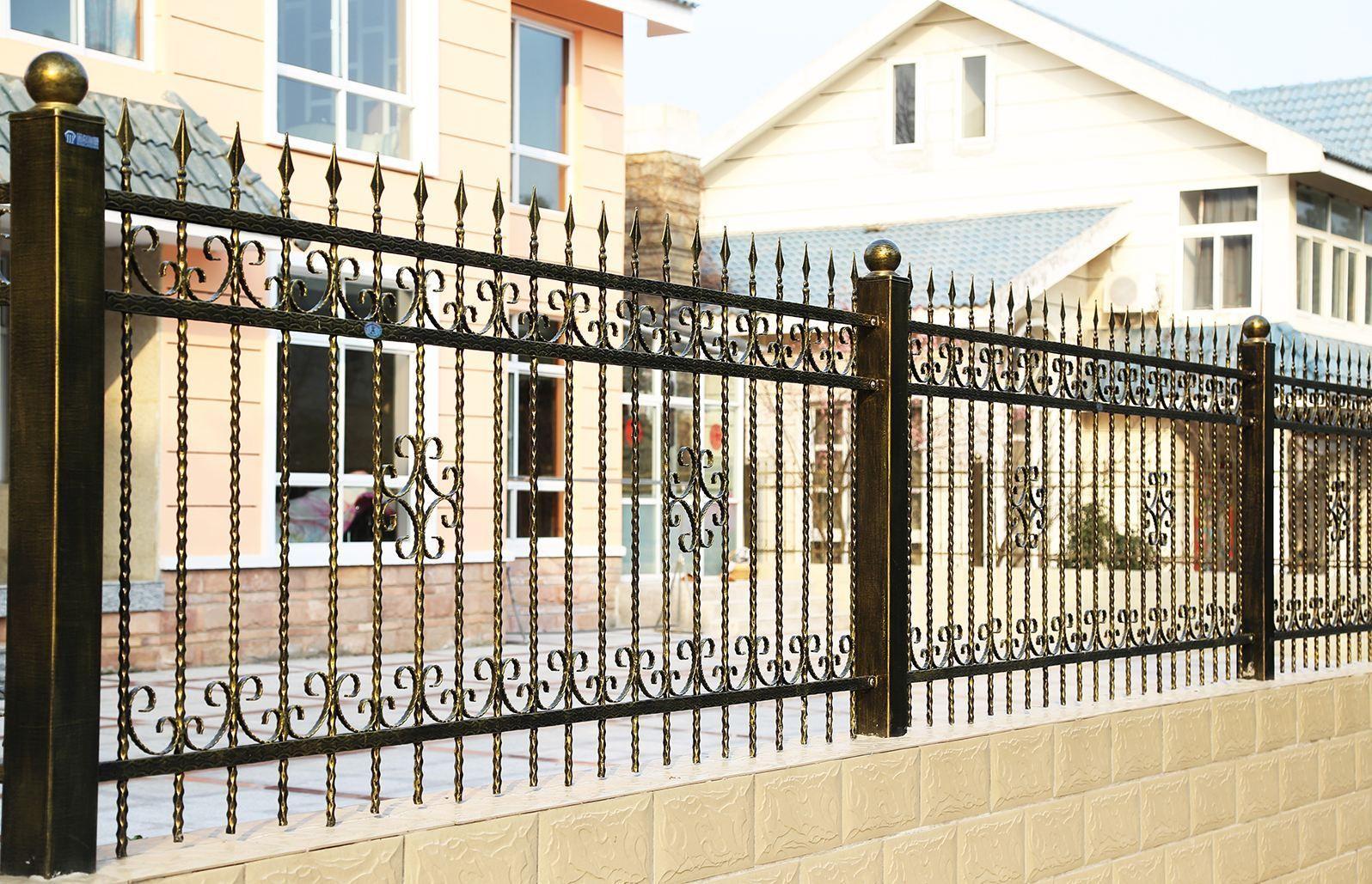 铁栅栏和木栅栏哪个比较好 围栏安装的注意事项