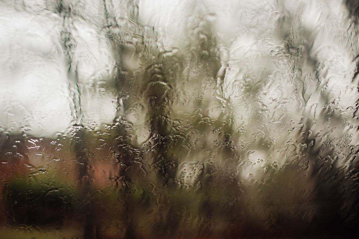 冬天窗户淌水了怎么处理 如何防止潮湿