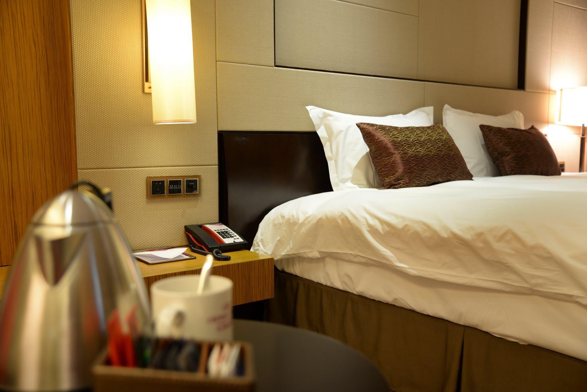 床头两边插座的尺寸 床头壁灯怎么安装