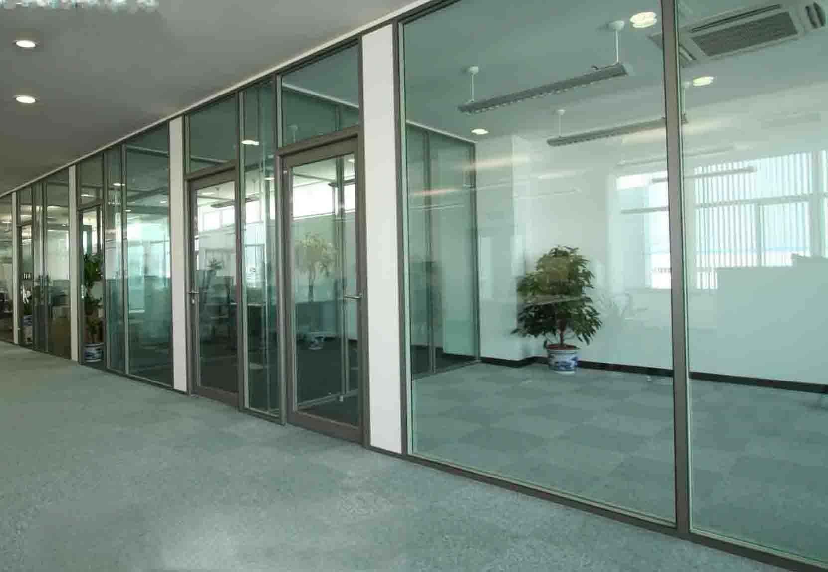 办公室玻璃隔断怎么施工 办公室玻璃隔断施工工艺