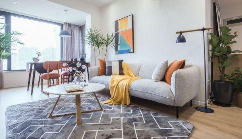 深圳北歐風三居裝修,加上亮色搭配點綴,使空間活躍了不少