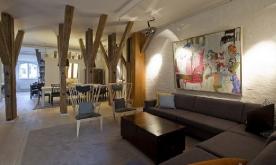 木梁搭建舒适顶层复式房装修案例 上海复式混搭公寓装修效果图欣赏