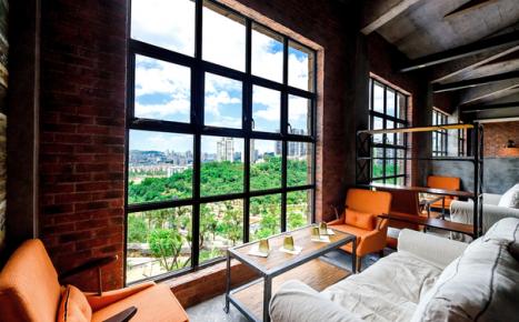 藏在LOFT中的现代咖啡轻食园 装修效果案例欣赏