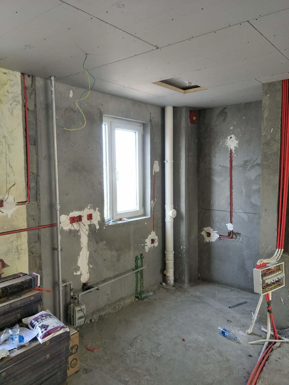 和平家园三室二厅双卫132平在建工地