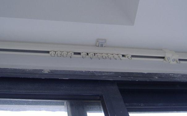 阳台窗帘轨道如何安装 阳台窗帘轨道安装及注意事项