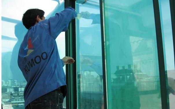 常熟装修资讯 怎样给玻璃贴膜