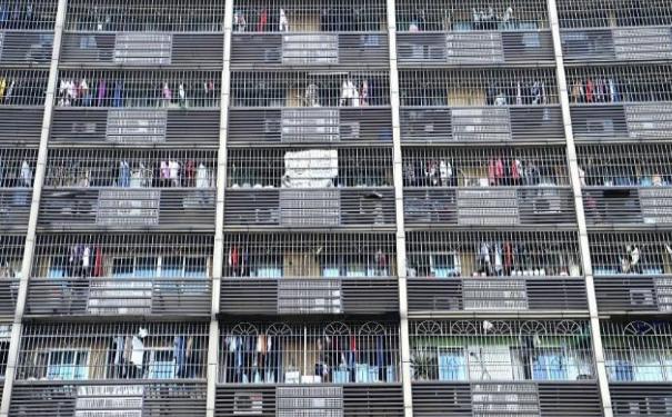 重庆现鸟笼式房屋 原来是装修了防盗窗