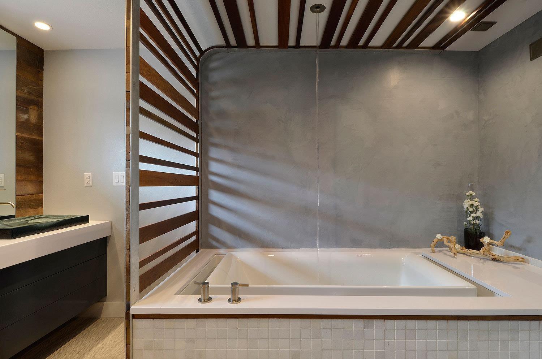 经久不衰的经典 木纹造出花样浴室
