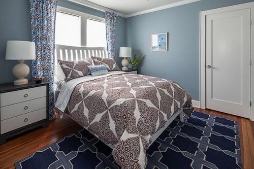 卧室地毯图片              摆放在卧室的床边,光着踩在上面,不