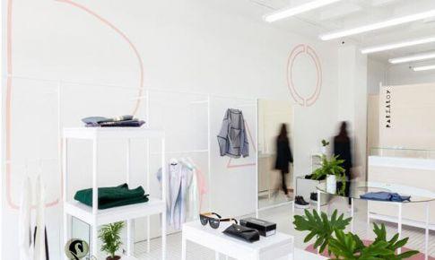 简洁白色的小服装店