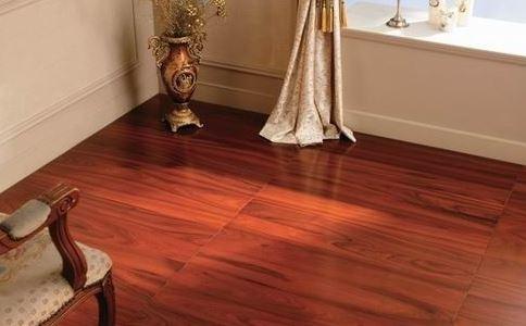 地板的材料无非就两种,一种是瓷砖一种是木地板,二者的优缺点其实也都很明显,那么,到底是木地板好还是瓷砖好呢?上海中馨装潢为您介绍二者的优缺点。
