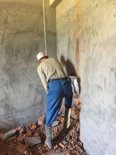 拆墙工敲墙