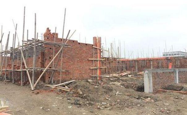 常州遥观塘沟头村被拆后 废墟上竟有人圈地建房