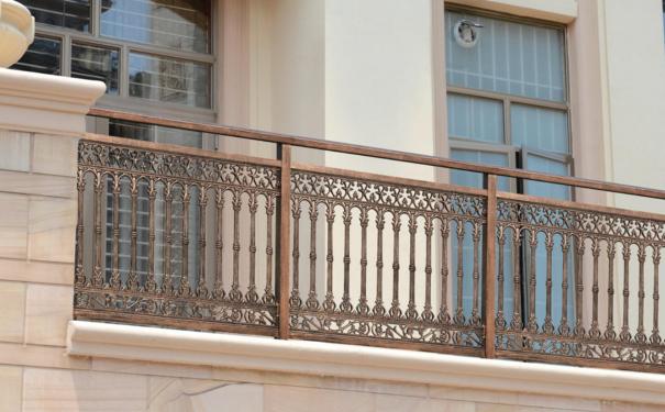 别墅阳台用什么护栏比较好 温州装修网分享护栏种类及安装高度