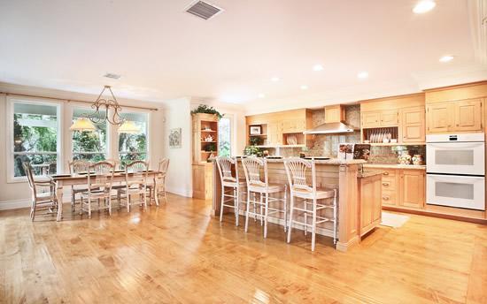 厨房装修风水禁忌,11种破财招灾的餐桌摆放