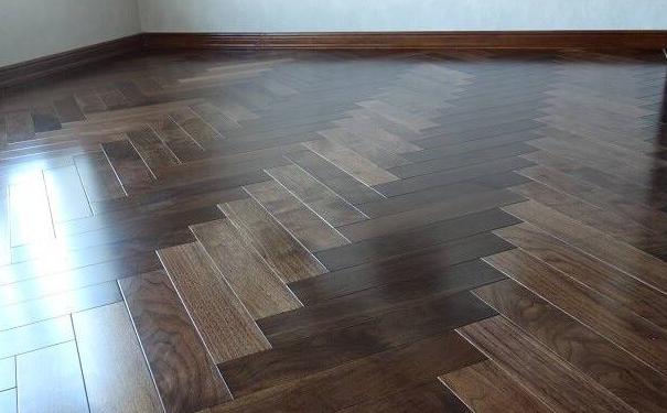 绍兴客厅木地板怎么铺 客厅铺木地板的方法