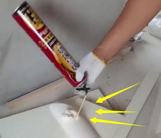 新房安装石膏线,看到师傅这样施工,马上让他拆掉重做!