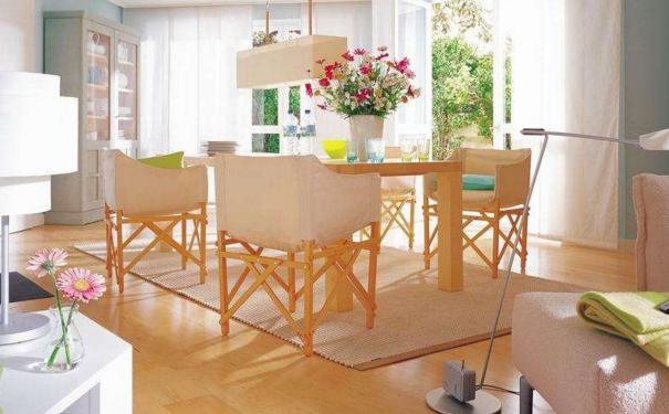 武汉家庭餐桌地毯怎么选择 家庭餐桌地毯的设计