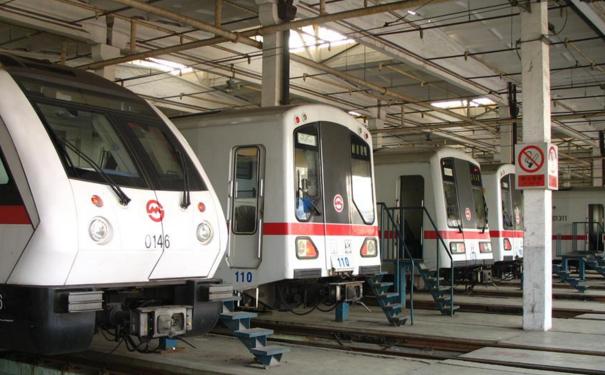 上海地铁18号线 多个区间盾构推进中